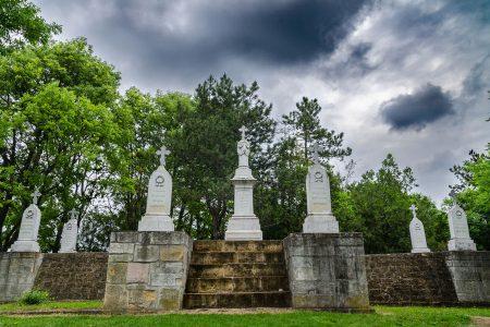 Pulizia tombe cimiteri